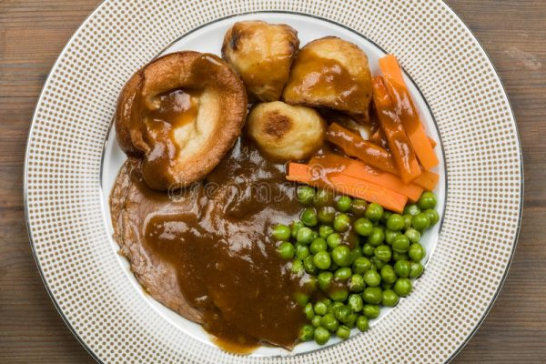 roast-beef-sunday-lunch-traditional-dinner-yorkshire-pudding-84375937